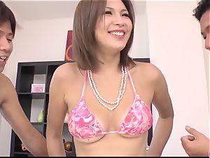 suntanned Mai Kuroki practice with two masculines