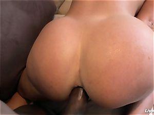 LiveGonzo Lisa Ann jiggly multiracial anal cougar