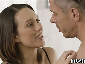 TUSHY wifey Gapes For Her step-brother In Law