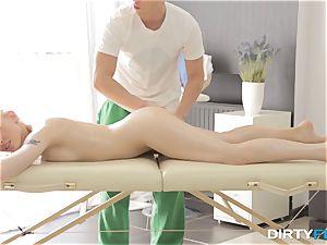 sloppy Flix - hook-up on a folding massage table