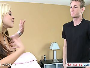 Sarah Vandella down for a great pound to her poon