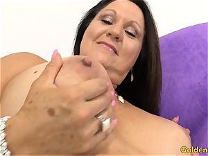 senior lady Leylani pipe enjoys toyboy jizz-shotgun