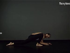 FlexyTeens - Zina displays nimble bare bod