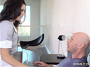 ultra-kinky maid Alexa Thomas plows a hotel client