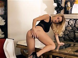 kinky Natalia Starr dips her frigs in her wet fuckhole
