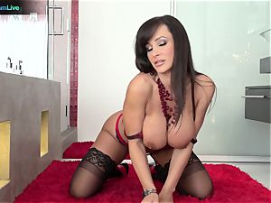 Lisa Ann has no problem getting her brown sphincter penetrated