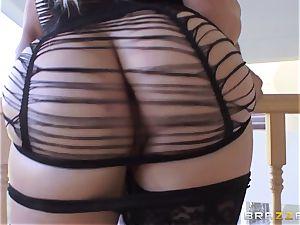 sexy Dahlia Sky gets her ass hole serviced