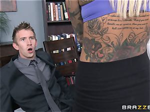 Britney Shannon penetrates her anxious chief in his office